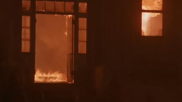 В городе Окуловка Новгородской области сгорел многоквартирный дом