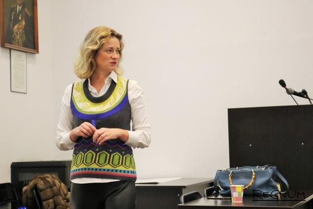 Мария Александровна обращается к студентам