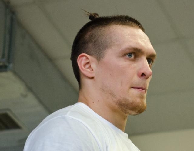 Украинский боксер Усик отстоял титул чемпиона мира