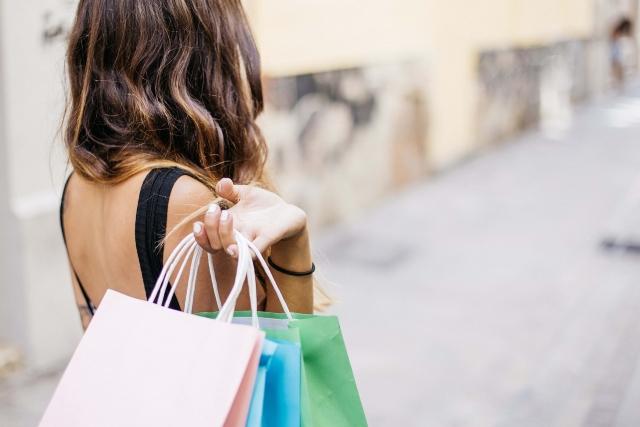 Туристы назвали лучшие города России для шопинга