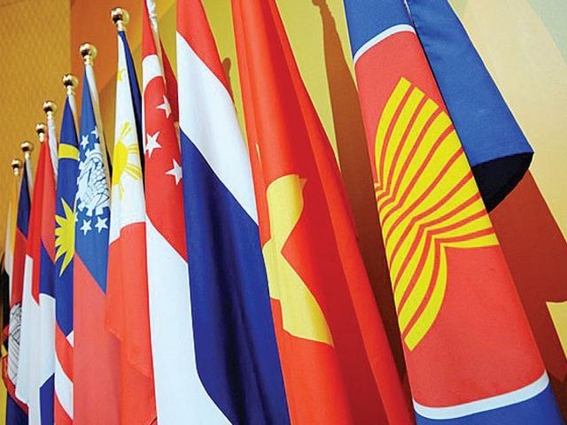 Премьер Госсовета КНР отправился в Сингапур для встречи с лидерами АСЕАН