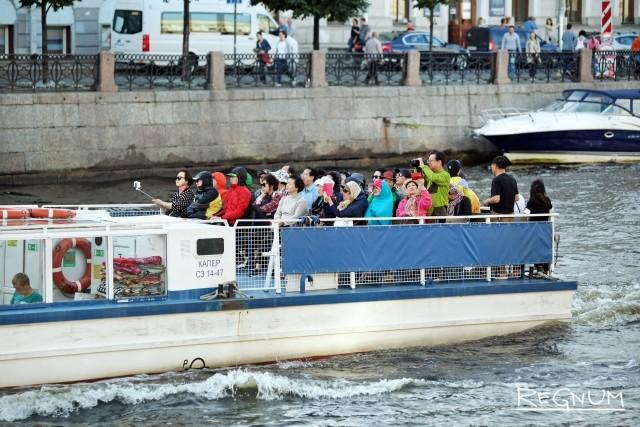 В Петербурге вырос спрос на водные экскурсии: «мундиаль» и теплая погода