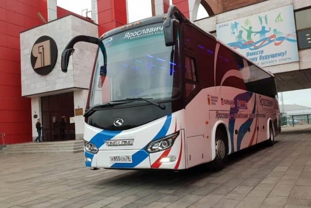 Ярославскому волейбольному клубу на тридцатилетие подарили автобус
