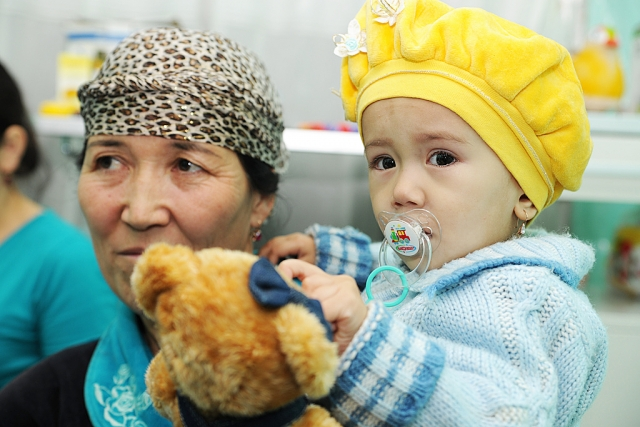 В парламенте Киргизии предложили урезать пенсии работающим пенсионерам