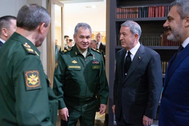 Руководители минобороны и разведки Турции прибыли в Сочи