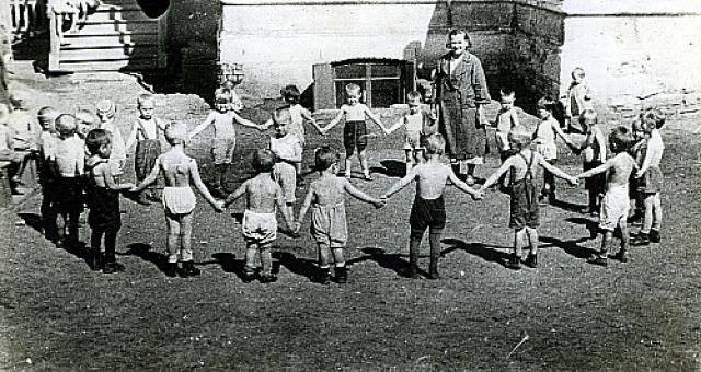 Воспитанники красноярского детсада №1 на прогулке