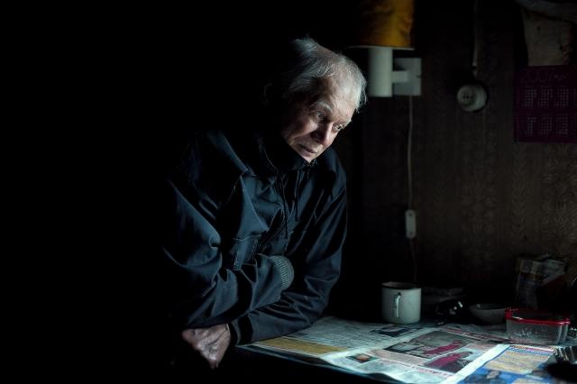 Владимир, рыбак и охотник, проживает практически круглый год на одной из промысловых точек, расположенных вдоль реки Пясина