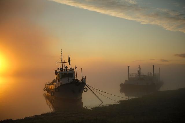 В летний период с июля по сентябрь по реке Пясина открыта навигация. Река становится основной транспортной артерией в это время. По ней осуществляются перевозки, делаются заготовки угля и топлива на зиму