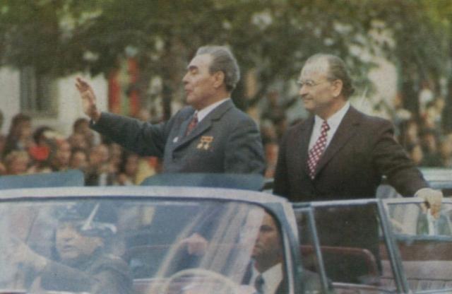 Иван Бодюл (справа) с Леонидом Брежневым. 1966 год