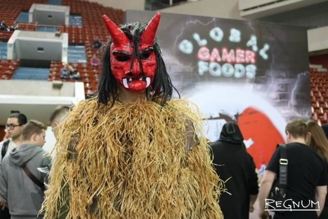 Сергей в образе Намахаге (ками-ряженые, характерные для празднеств северо-востока Японии)