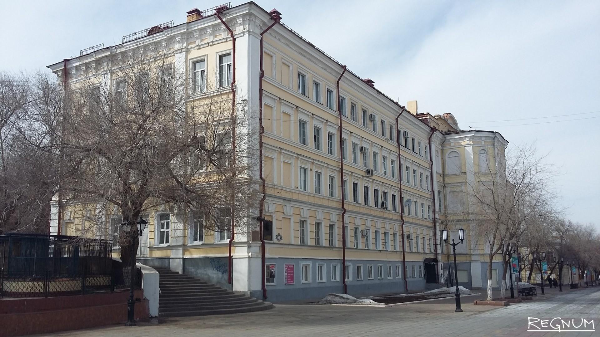 Здание бывшего легендарного авиаучилища, в котором учился Юрий Гагарин. Комплекс передан на баланс Оренбургской области, нуждается в реставрации и капитальном ремонте
