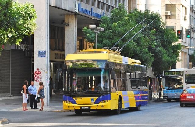 Встали троллейбусы и метро: в Греции бастуют работники частного сектора