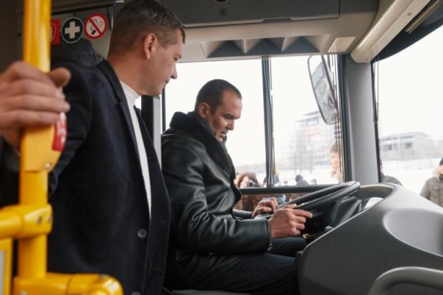 Глава Чувашии Михаил Игнатьев за рулём автобуса Минского автомобильного завода