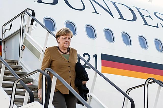 Самолет Меркель совершил вынужденную посадку в Кёльне