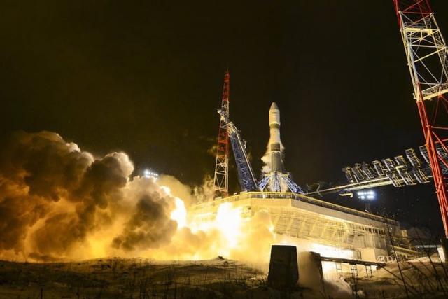 Россия успешно вывела на орбиту три военных спутника