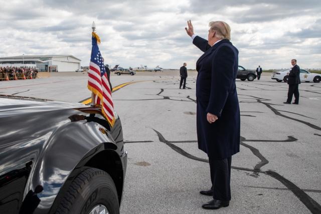 Трампу нужен успех и не нужны новые обвинения: эксперт об отмене встречи