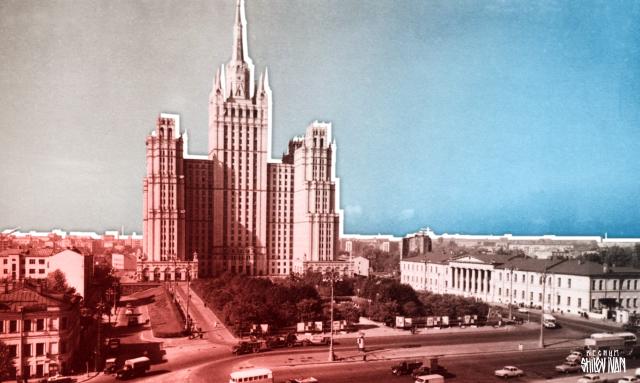 Робот-мэр, эвакуация ТЦ и канатка в «век киберугроз»: московская неделя