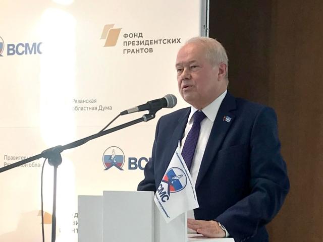 Глава Калуги представил доклад о развитии территориального управления