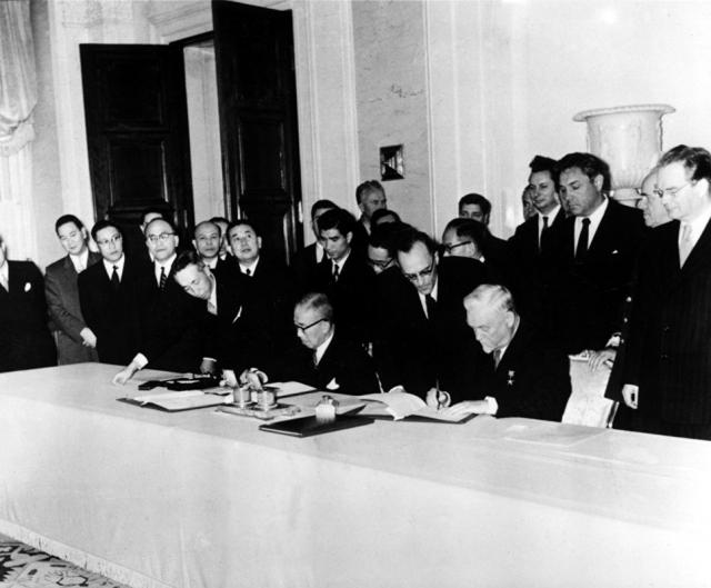 Подписание совместной Декларации СССР и Японии в Москве. 19 октября 1956 года