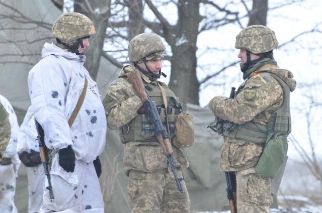 Украинские силовики трижды обстреляли территорию ЛНР за сутки