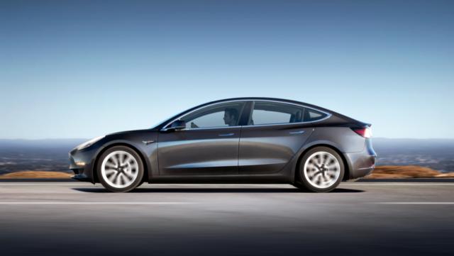 Tesla стала производить 1000 машин Model 3 в день