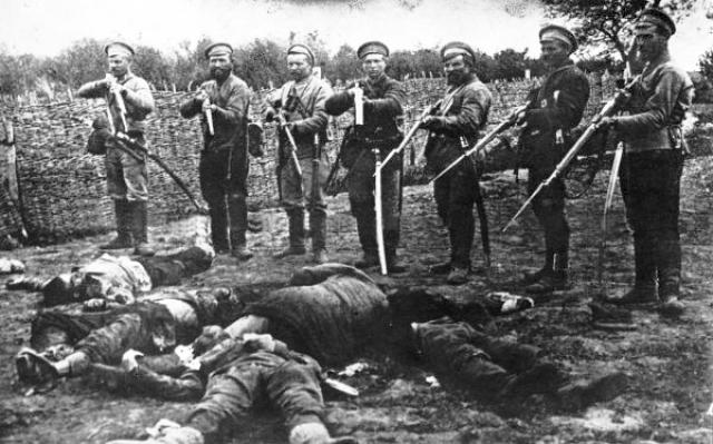 Белый террор. Расстрел членов Александро-Гайского Совета казаками атамана Дутова. 1918