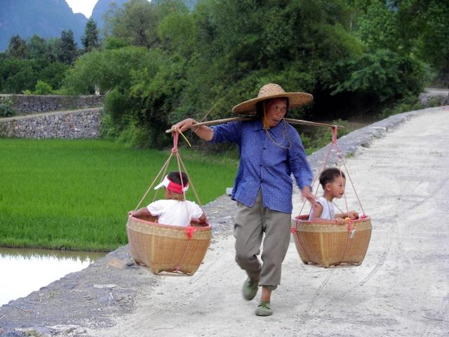 Китаянка с детьми