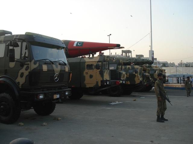 Пакистанские ракеты демонстрируются на выставке обороны IDEAS 2008 в Карачи, Пакистан