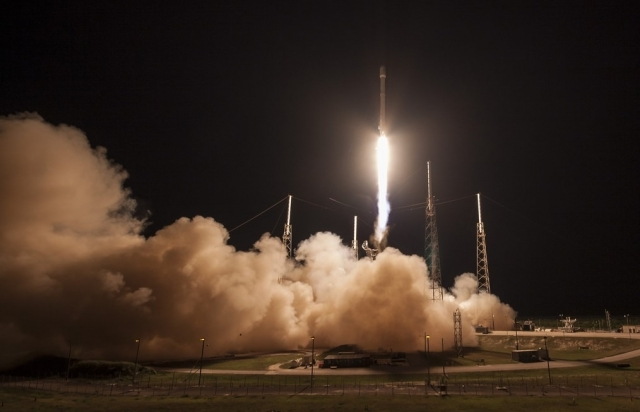 SpaceX не удалось посадить первую ступень Falcon 9 после запуска к МКС