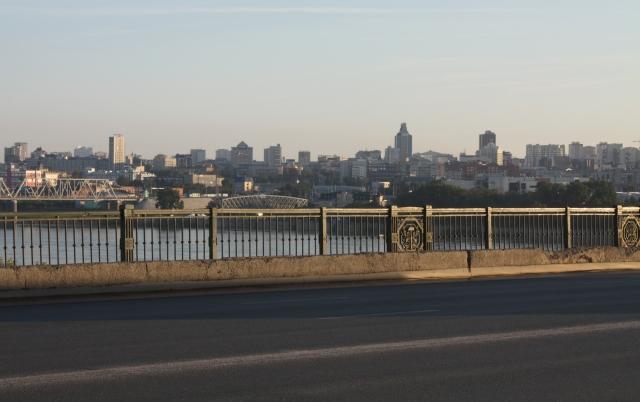 Вид на правый берег Новосибирска с Коммунального моста