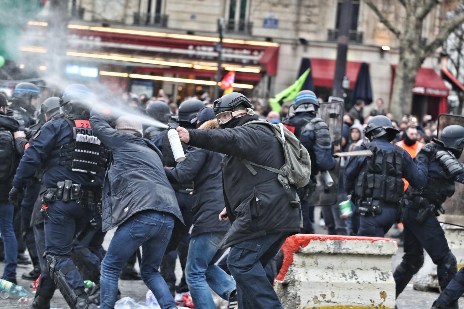 Протестующие во Франции