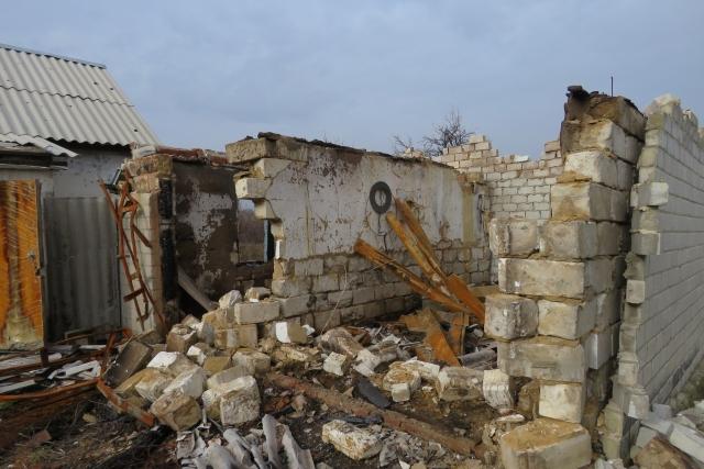 ВСУ разрушили жилой дом в ЛНР