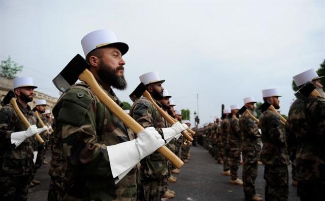Франция мобилизует 89 000 военных на субботние протесты