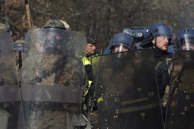 Власти Франции приготовились к намеченному на 8 декабря маршу протеста