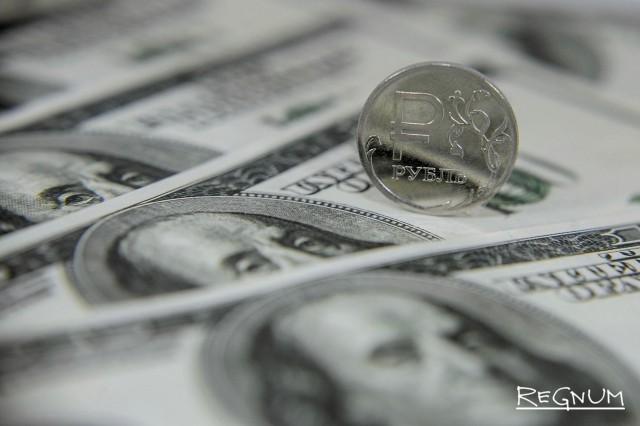 Рубль двинулся вниз вслед за нефтью