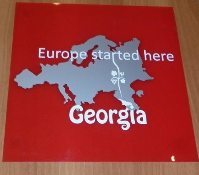 «Европа начинается здесь» — знак в Национальном музее Грузии в Тбилиси
