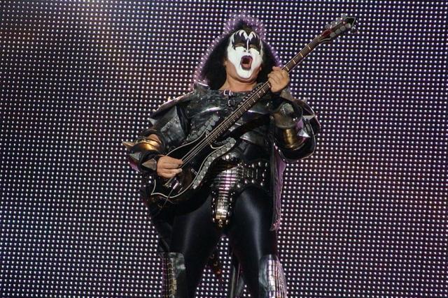 Солиста группы Kiss обвинили в домогательствах
