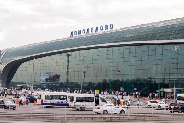У аэропорта «Домодедово» столкнулись трактор и легковая автомашина
