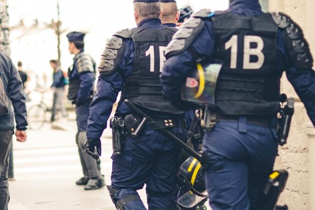 Во Франции полиция уже не в силах совладать с беспорядками