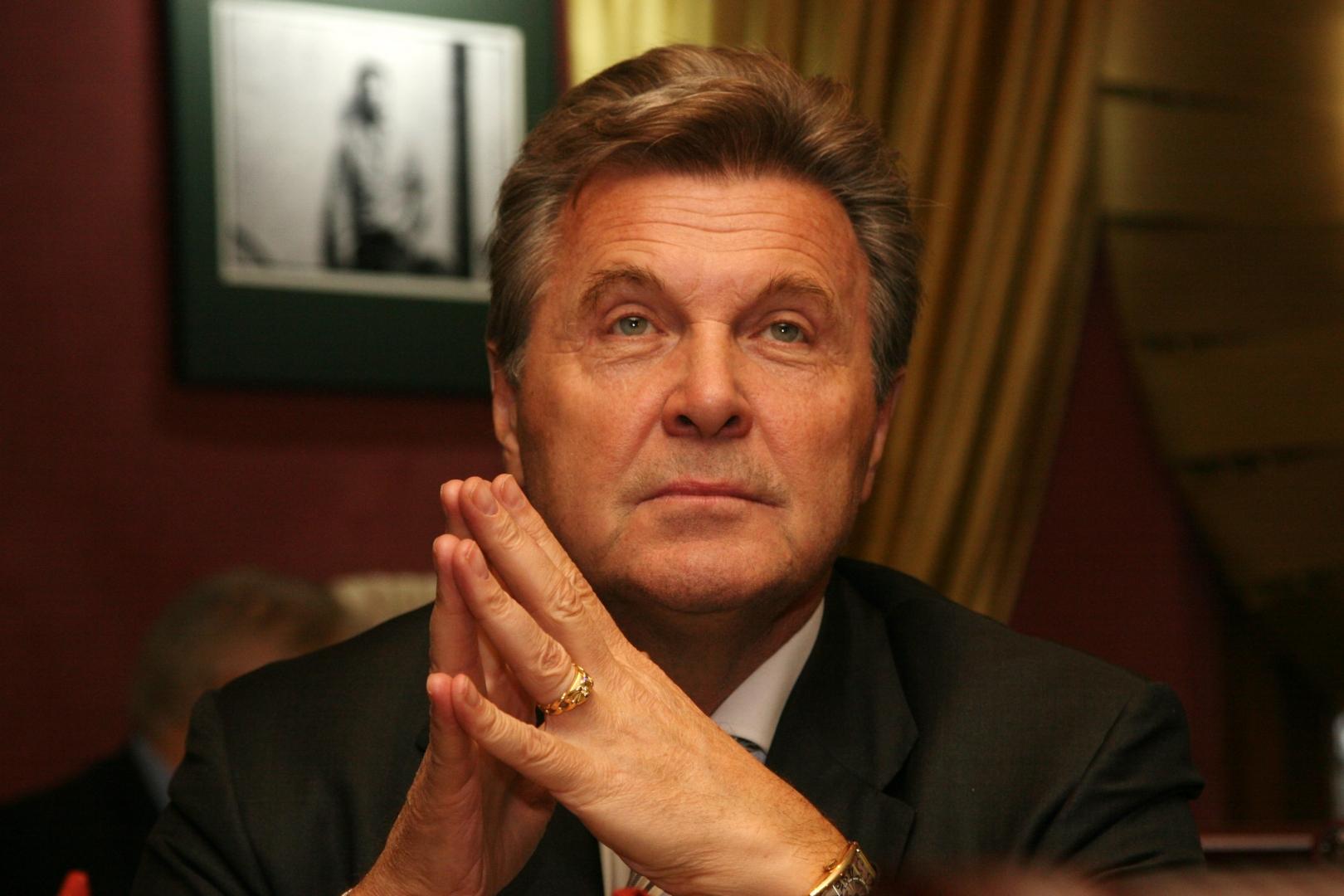 Лев лещенко — легендарный советский и российский певец эстрады.