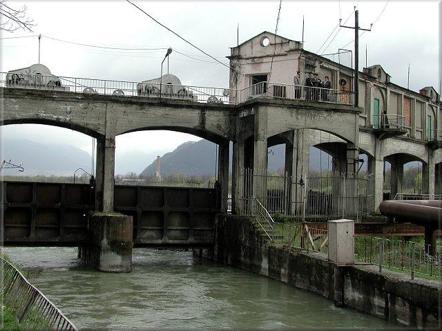 Два человека упали в канал ГЭС в Северной Осетии