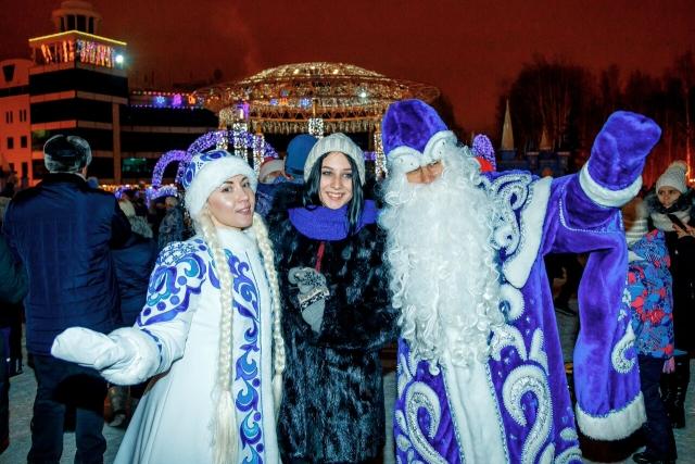 В столице Югры снова собрались Деды Морозы и Снегурочки России и не только
