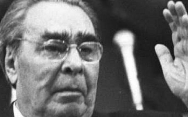 Украина сегодня: коммунист Брежнев победил неонациста Бандеру