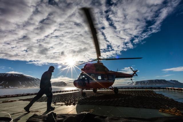 Рабочая лошадка – вертолет Ми-2 на борту атомного ледокола. С его помощью туристы и ученые высаживаются на острова архипелага ЗФИ