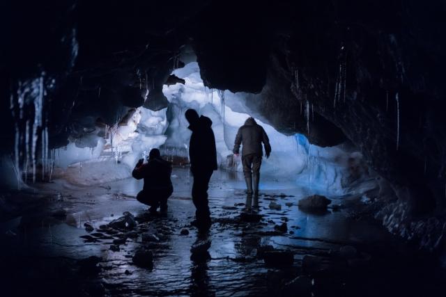 Учёные изучают ледниковые пещеры на острове земля Александры
