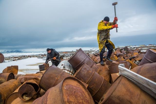 Большую часть работы по очистке островов приходилось выполнять вручную