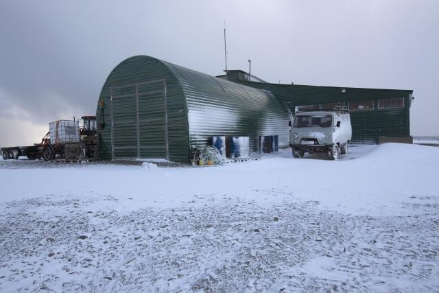 Вид на опорный пункт нацпарка «Русская Арктика» на Новой Земле