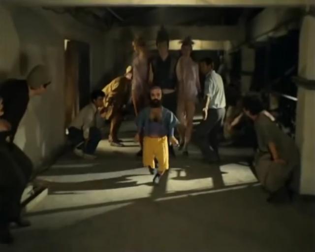 Жёлтые штаны! Два раза «ку!»