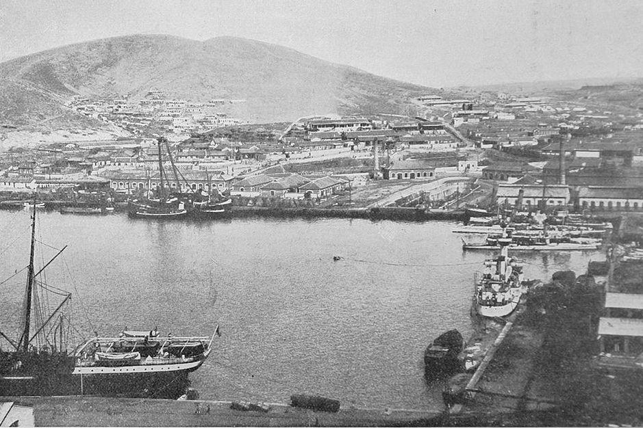 Порт Артур. Внутренний восточный бассейн. Фотография из журнала «Нива» 1904 года