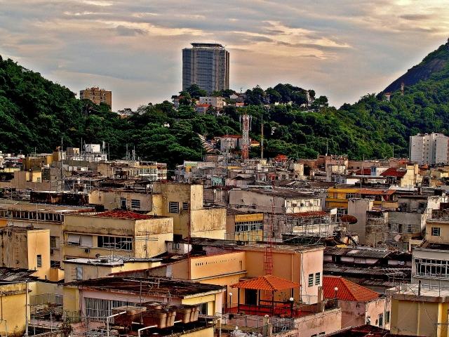 Пожар уничтожил сотни домов в трущобах бразильского Манауса